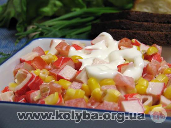 Салат з кукурудзою та помідорами