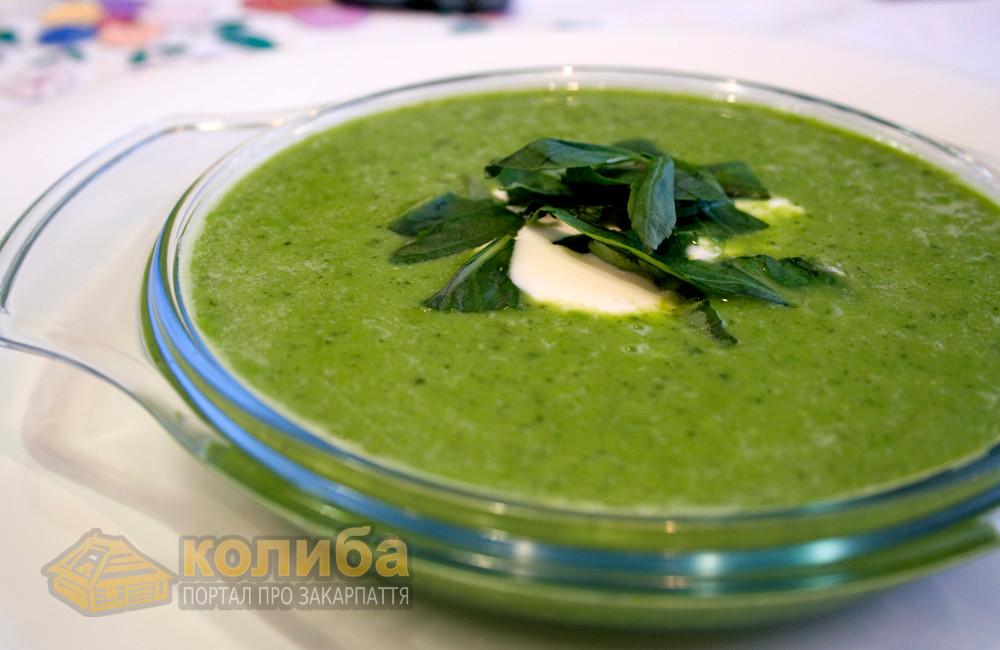 Крем-суп із зеленого горошку з м'ятою