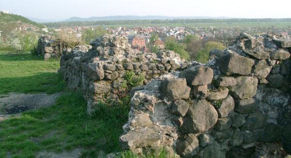 Угочанський замок Канков
